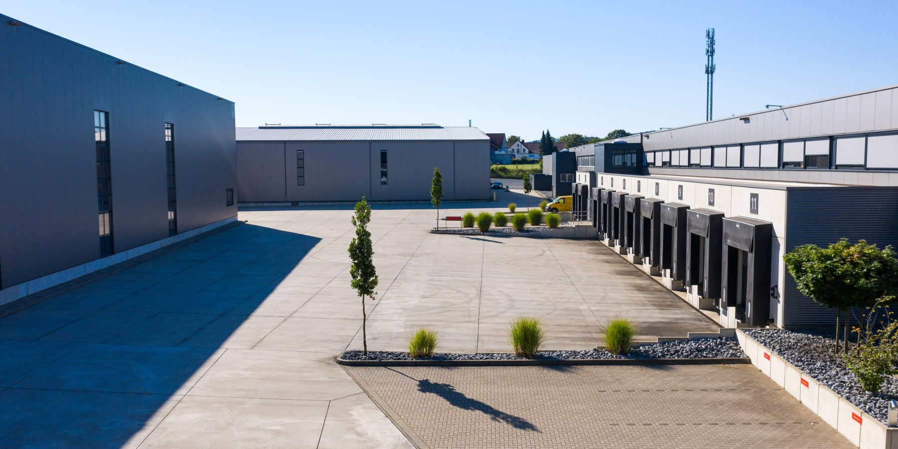 Gewerbepark mit Verladestationen